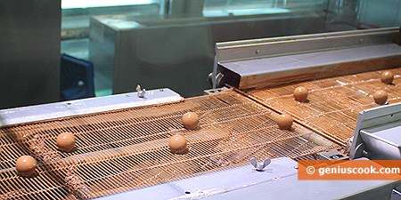 Chocolate filling on a conveyor