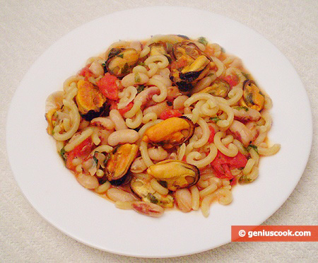 Pasta with beans and mussels