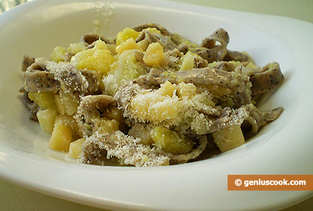 Pizzoccheri with cabbage, potatoes and cheese