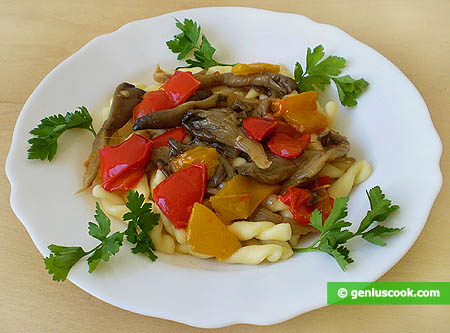 Fusilli with oyster mushrooms and sweet peppers