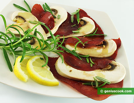 Bresaola carpaccio with mushrooms