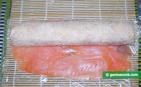 Fish and rice roll