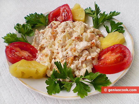 Salad of smoked chicken and pineapple