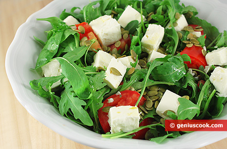 Arugula Salad with Goat Cheese and Tomatoes