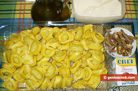 Ingredients for Tortelloni in Cream and Mushroom Sauce