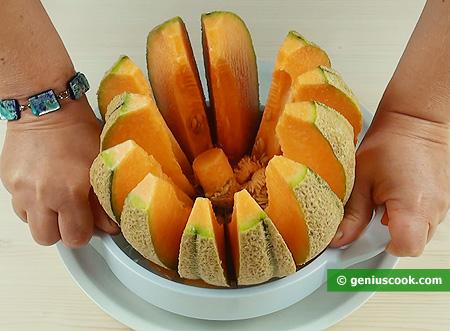 Cut the melon just a few seconds