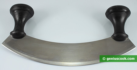 Mezzaluna knife