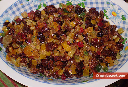 Raisins and candied fruits
