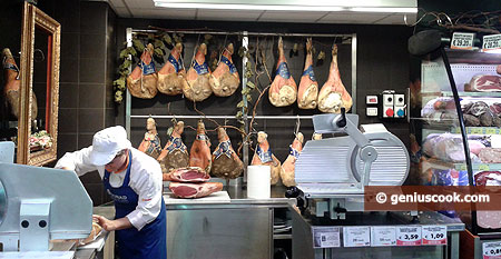 More different prosciutto and cutting machine