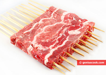 Sliced ​​meat on skewers for arrosticini