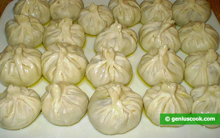 Put Momo on pre oiled dish, and its also grease with oil