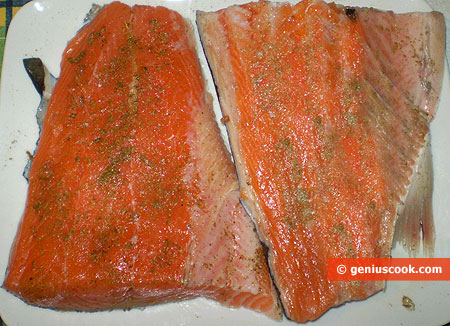 Salmon with herbs and salt