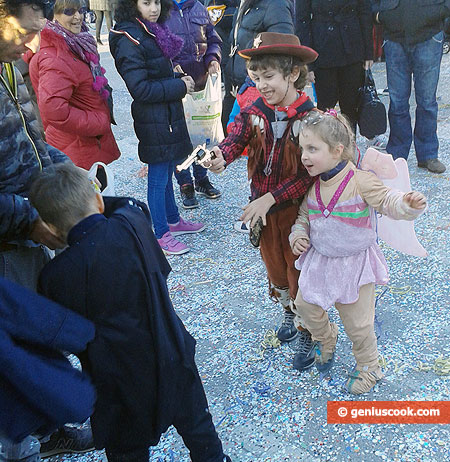 Children have fun and indulge in full swing