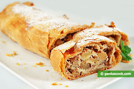 Apple Strudel with Almonds and Banana