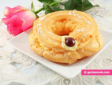 "Choux ring with custard ""Zeppole San Giuseppe"""
