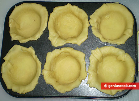put dough inside muffin molds