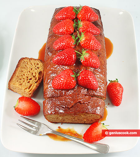 Caramel Cake with Strawberry