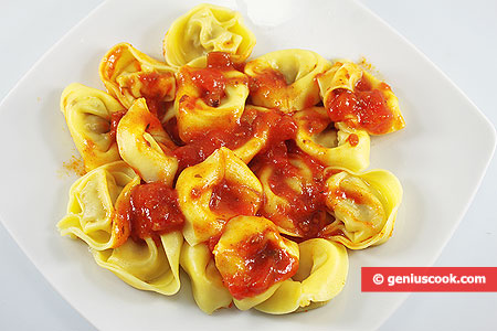 Mushroom and Cheese Tortellini with Tomato Sauce