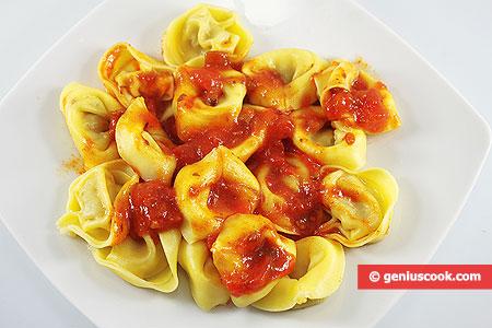 Mushroom and Cheese Tortellini with Tomato Sauce