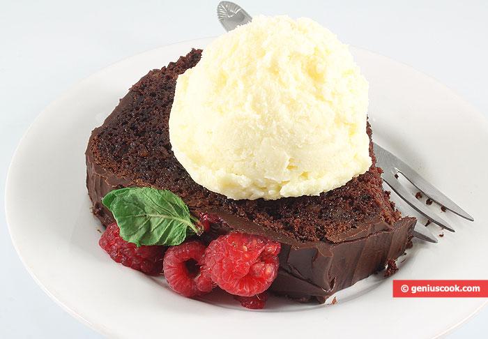 Сhocolate Сake with Raspberry and vanilla ice cream
