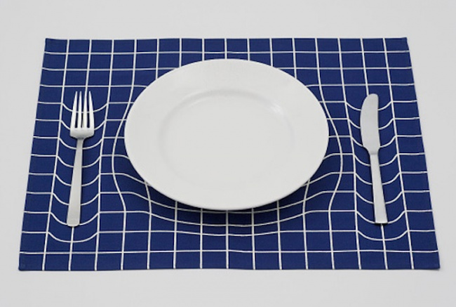 Napkin with optical illusion recesses