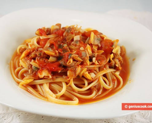 Linguine with Clams Vongole in Tomato Sauce