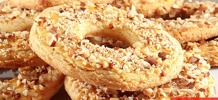 Shortcrust Rings with Almonds