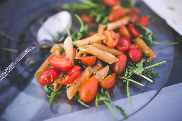 food-eat-diet-nudeln-vegetarian_Pasta-penne-with-tomato-and-rucola