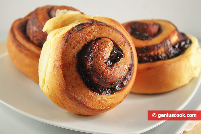 Delicate Chocolate-Cherry Rich Buns