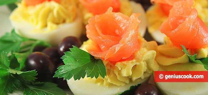 Eggs Stuffed with Salmon and Cheese