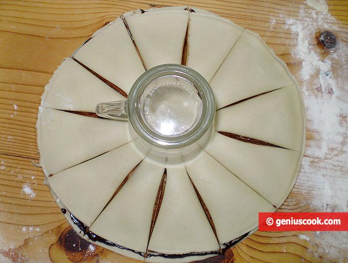 cut circles of dough into 12 parts
