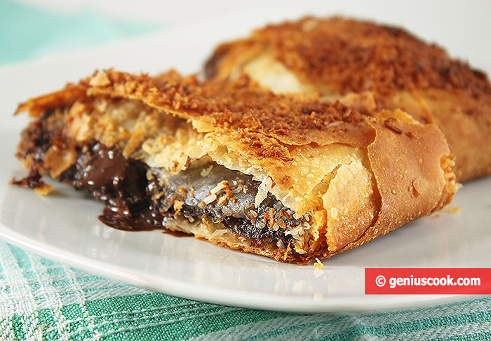 Puff Pie with Chocolate and Prunes
