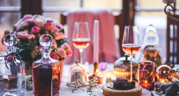 food-restaurant-cafe_beautifully-served-table-for-dinner